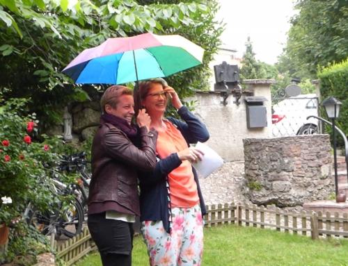 """Traditionelles Sommerfest der Medienfrauen: """"Niemand muss im Regen stehen"""""""
